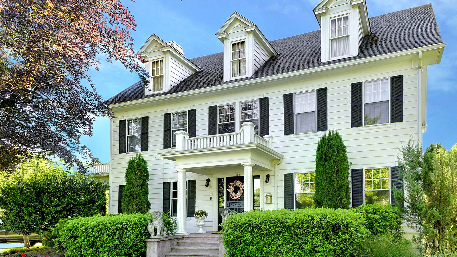The best McMinnville restaurants are just a short walk from our McMinnville Bed and Breakfast